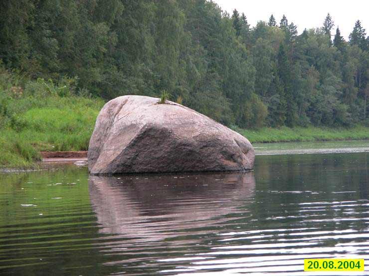 Камень у реки рисунок